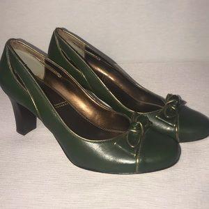 Tahari Vintage Look Ladies Dress Heels 8